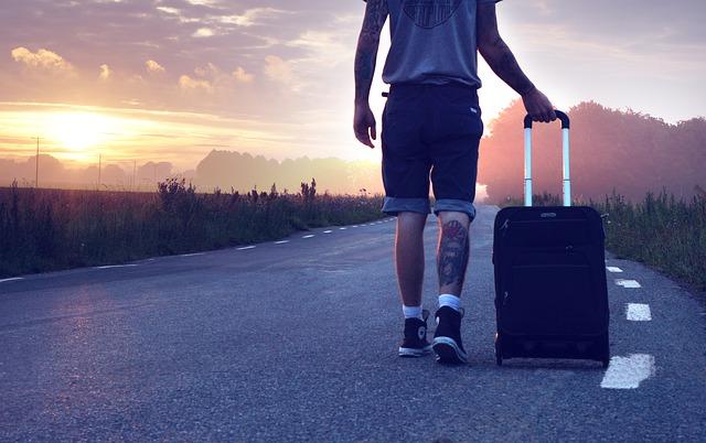 Turistična agencija ponuja potovanja.