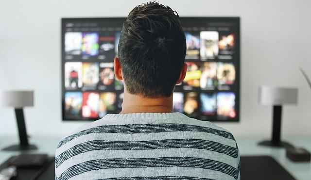 Moški gleda hbo serije