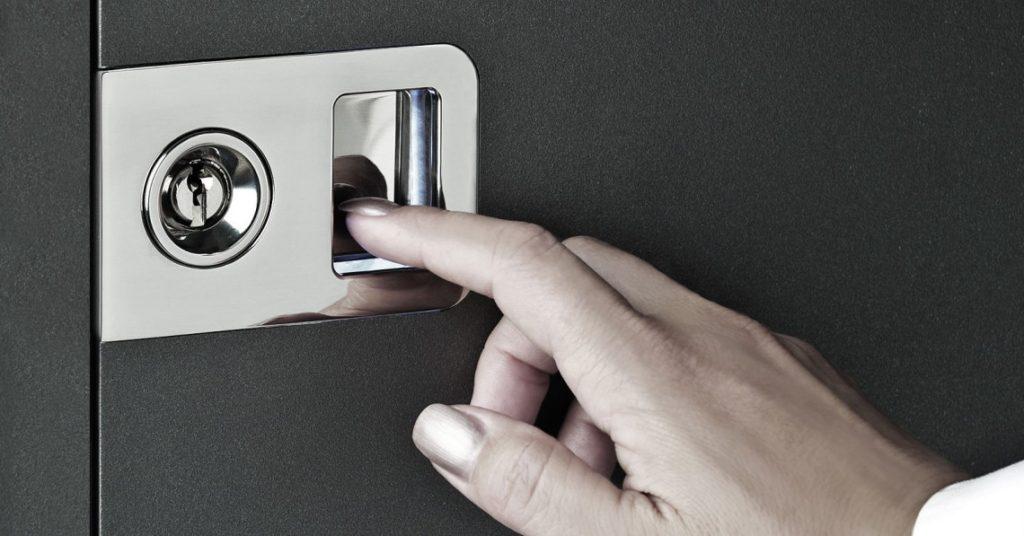 vrata na prstni odtis